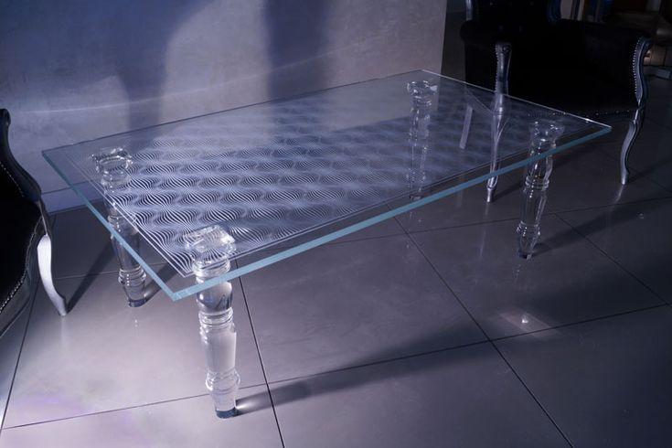 MODERNE GLAZEN TAFEL TB-03   SZKLO-LUX Jaroslaw Fronczak   3D lasergravering in glas - De glazen tafels van onze collectie beelden de 30- jarige werkervaring met glas uit en de nieuwste trends in de Italiaanse design.