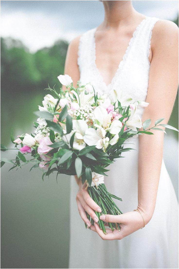 Brautstrauß Wild Vintage, weiß-rosa, Sommer. Von Anmut und Sinn. Foto: Anija Schlichenmaier