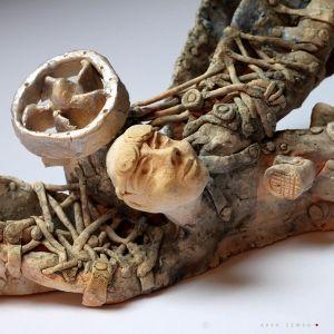 Lotem porannym witam opadłe mgły, ceramiczna płaskorzeźba, wykonana z jasnej gliny i pokryta matowym szkliwem, Ceramika Arek Szwed, Ceramic Sculpture