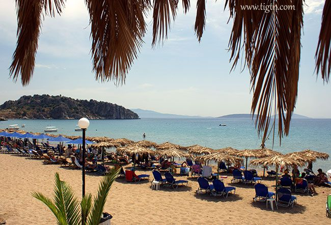 Psili Ammos beach in #Tolo, 10 km out of #Nafplio in #Argolida - #Greece
