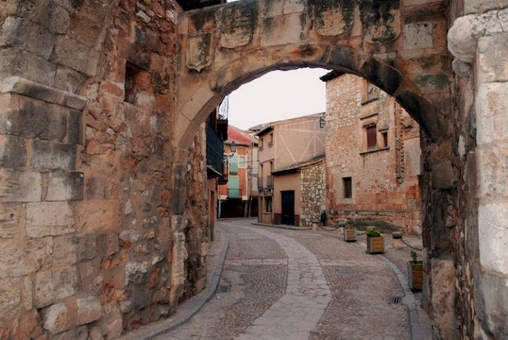 Arco de entrada a la villa vieja de Ayllón