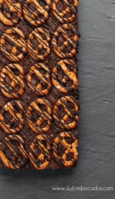 Dulces bocados: Brownie de chocolate con pretzel