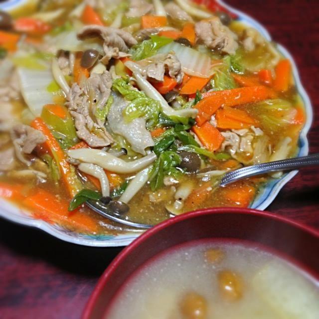 とろみ炒めはこちらのレシピを参考にしました。 http://cookpad.com/recipe/2360348 白菜を沢山いただいたので消費したい!  生じょうゆじゃないので味が足りない気がして、塩とかこしょうとか足してみました。 - 6件のもぐもぐ - 白菜と豚肉のとろみ炒め&なめこと油揚げの味噌汁 by palico