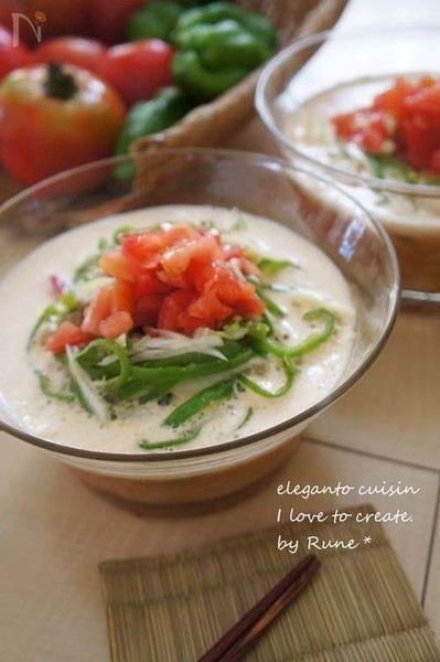 氷の入ったスープが味の決め手。低脂肪牛乳で作るコムタムスープに近い味わいです。スープはミキサーで混ぜるだけの超簡単。美味しくて猛暑でも、少しピリ辛で冷たいので食欲旺盛モリモリ頂けてしまいます。