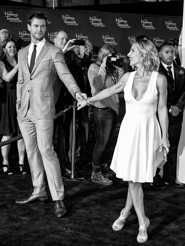 When Chris couldn't take his eyes off his amazing wife, Elsa Pataky. | 21 Times Chris Hemsworth's Family Were Too Cute In 2015