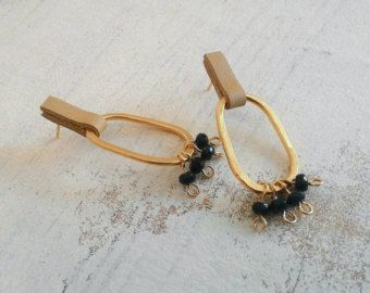 Hedendaagse earrings Stud lange oorbellen verklaring door ReutSeagel