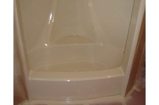 How to Paint a Fiberglass Tub or Shower. Ever move into a home or condo that has a tub or shower stall that's perfectly functional, but the color just isn't right? Even worse, when you first move into a new place who has the extra money to replace a bathtub or shower right away? Well here's some good news, you don't need to save all your spare...