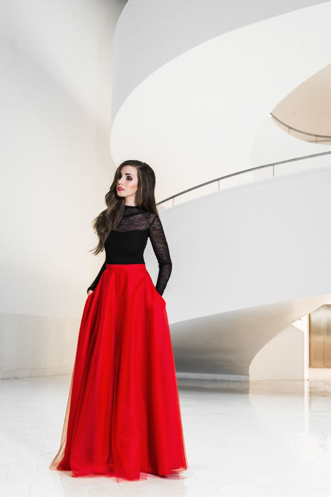 Tulle maxi skirt with pockets and woolen blouse.