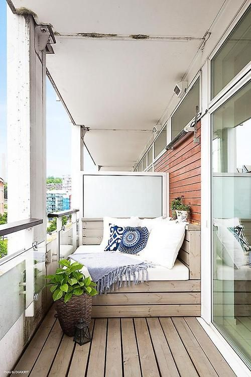 Impressive use of a small space. So many people with tiny balconies tend not to use them...