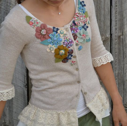 sweater with flowers and lace: Dresses Up, Old Sweaters, Clothing Refashion, Upcycled Sweaters, Teas Rose, Felt Flowers, Sweaters Refashion, Fabrics Flowers, Flowers Tutorials
