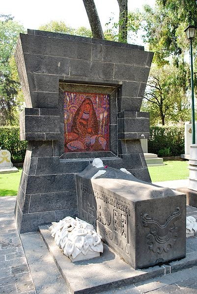 Tomb of Diego Rivera, Mexican painter and muralist, in the Panteon Civil de Dolores #cemetery in Mexico City.