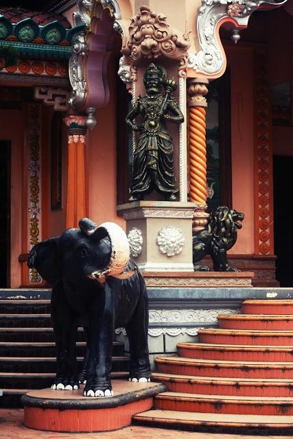 Vietnam - Chau Doc - Pagode - Éléphant