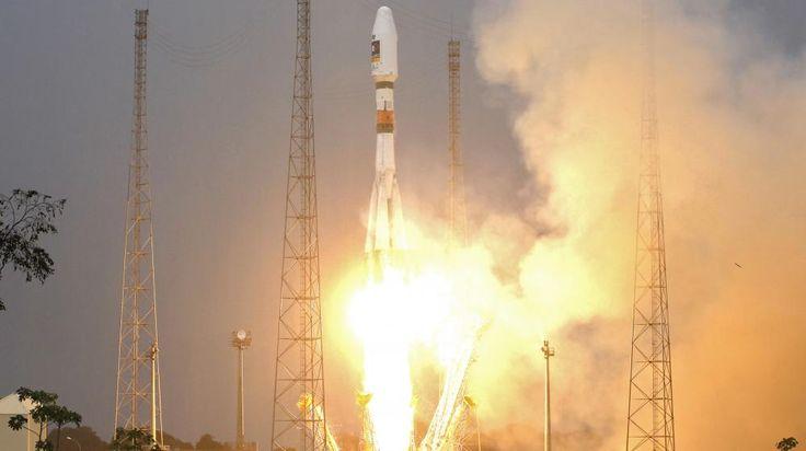 La fusée russe Soyouz lors du lancement des deux premiers satellites de Galileo, le 21 octobre 2011, à Kourou, en Guyane. |  BENOIT TESSIER / REUTERS