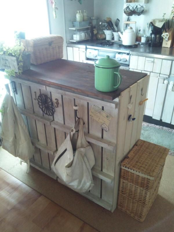 すのこを使ったキッチン家具(収納棚) : 【アレンジ術】お手軽!簡単!すのこでDIY実例集【すのこ家具】 - NAVER まとめ