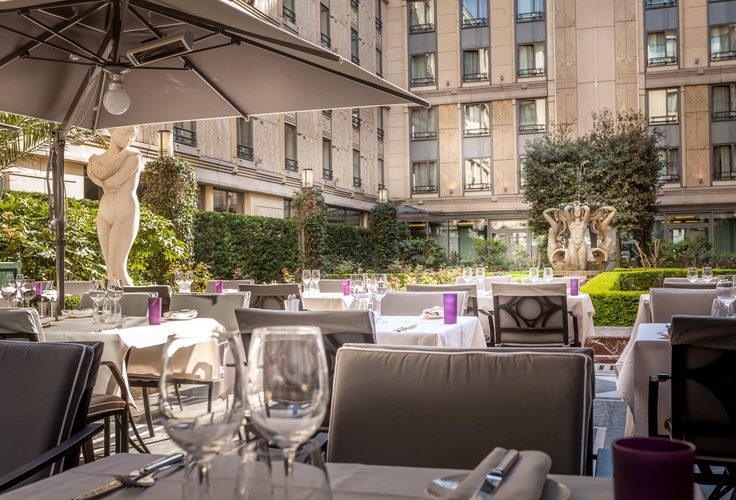 The terrace of the Safran Restaurant - Hotel du Collectionneur
