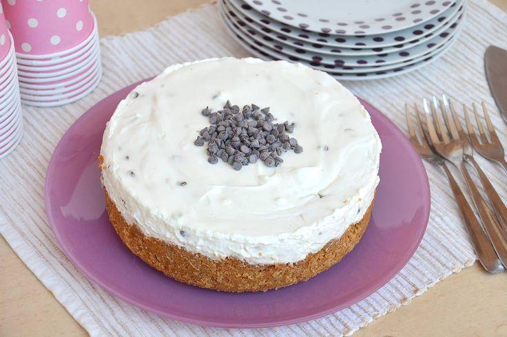 Il cheesecake alla ricotta è stato un altro dolce più che apprezzato in famiglia! Con il cheesecake senza cottura si evita di accendere il forno, cosa importantissima