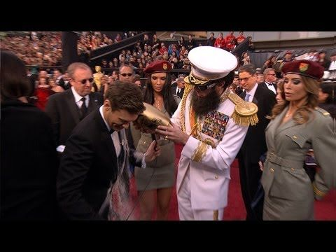 Ryan Seacrest deserves this: Sasha Baron, Seacrest Favorite, Oscars Red Carpets, The Ashes, 2012 Oscars, Awesome Funny Cool Vid, Sacha Baron Cohen, Ryan Seacrest, Favorite Videos
