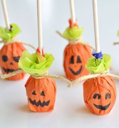 Pumpkin lollipops - easy Halloween party favors // Nyalóka tökök - egyszerű halloween édesség // Mindy - craft tutorial collection // #crafts #DIY #craftTutorial #tutorial #HalloweenCrafts #Halloween #DIYHalloweenDecor #DIYHalloweenCostumes