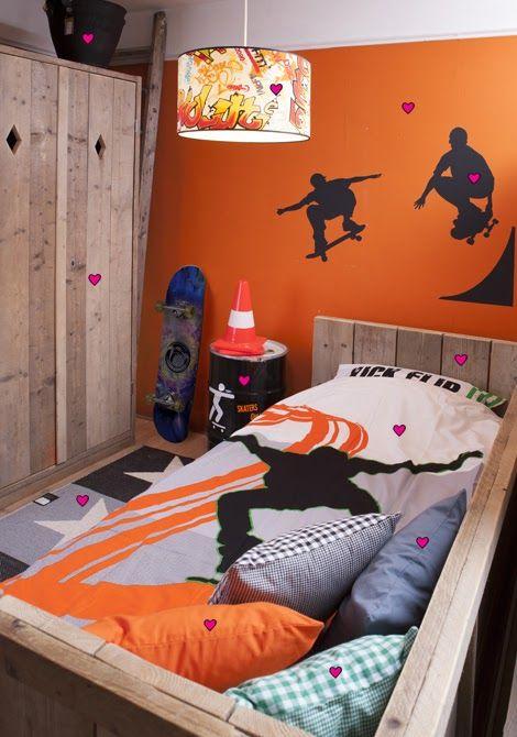 96 best images about skater room ideas on pinterest for Boys skateboard bedroom ideas