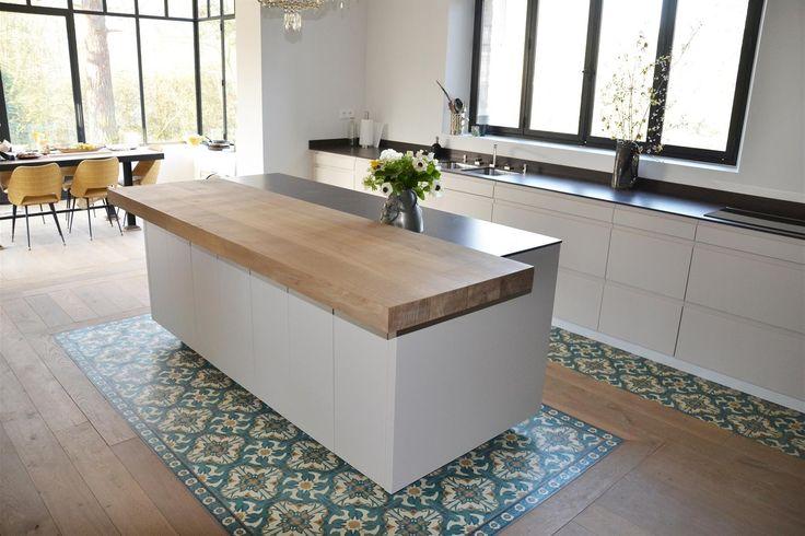 Ilot central de cuisine & plan bar en bois massif  dans Cuisine d'architecte sur-mesure . Idée décoration de cuisines Design et Contemporaines sur Domozoom.
