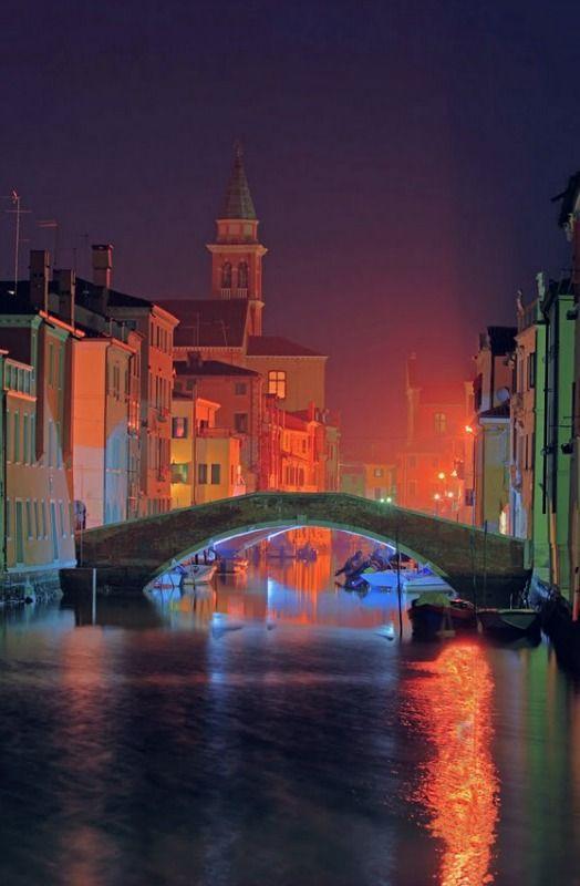 Night. Chioggia, Venice, Italy.photo: Sistuccio.