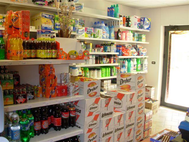 Oltre 25 fantastiche idee su esposizione di negozio su for Negozio di metallo con appartamento