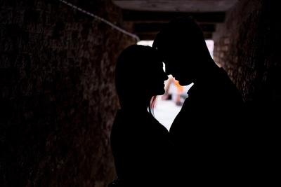 #fotografia di #coppia in #silhouette durante #serviziofotografico di luna di miele a #Venezia