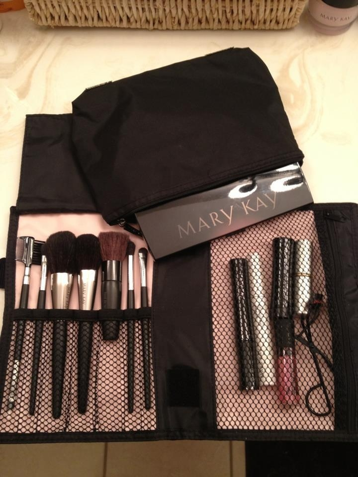 Brush set. Includes 5 brushes!! #marykay #professionalapplication Get it here and enjoy FREE Shipping: www.marykay.com/kimjohnson85883/