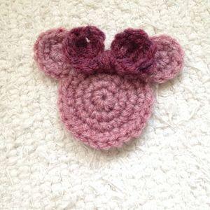 How to crochet Minnie Mouse appliqué via @Guidecentral - Visit www.guidecentr.al for more #DIY #tutorials
