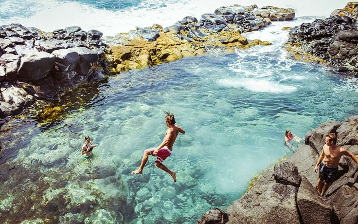 This Secret Volcanic Pool in Hawaii Is a Thrill-seeker's Paradise | It's beautiful, but it can be dangerous.