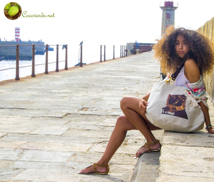 Another exquisite photograph with our gorgeous model Sara Bombarda and our finest purse Benguela! More info: http://cocoverde.net
