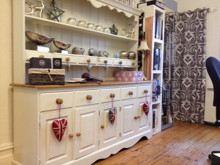 Showroom Dresser