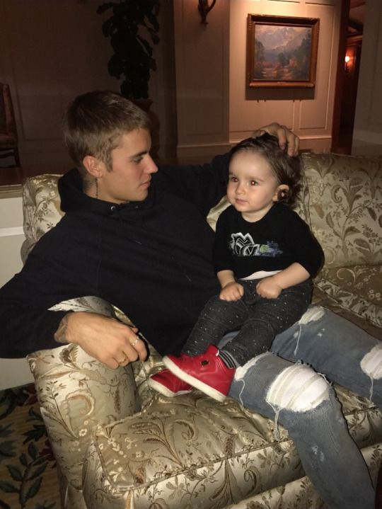 Justin Bieber with kids is love