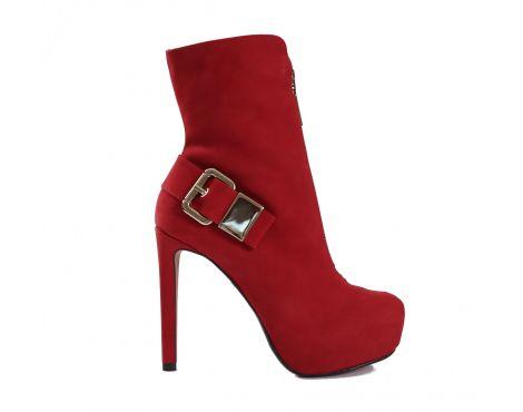 Czerwień zawsze jest w modzie! Wyróżnij się także jesienią czy podczas nadchodzącej zimy. Pozdrawiamy, Bmbutik.pl