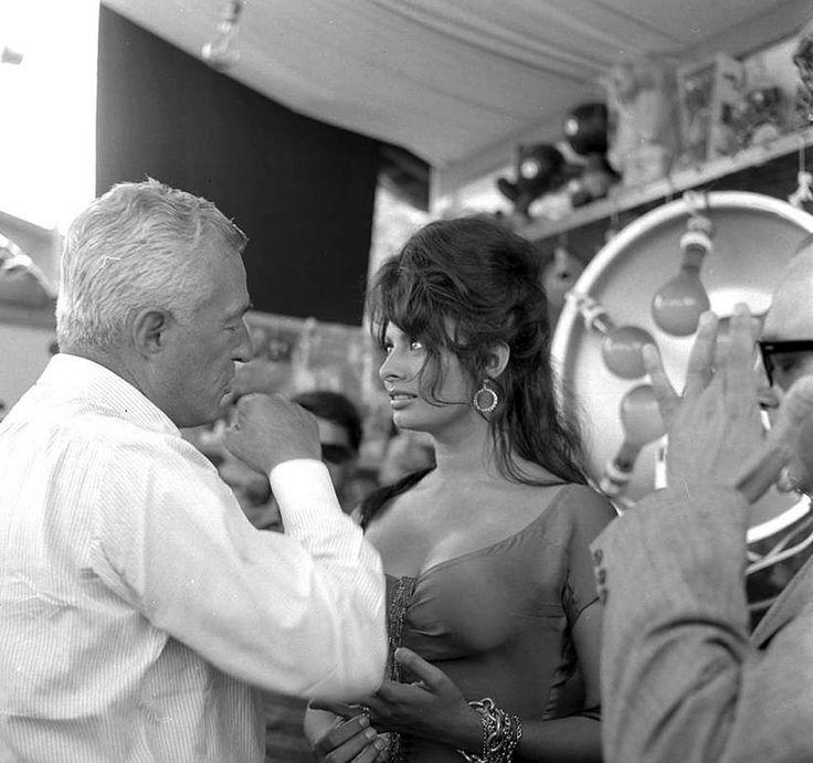 Sophia Loren y Vittorio de Sica. Foto de Manuel Vicent.  #VittorioDeSica #DeSica…