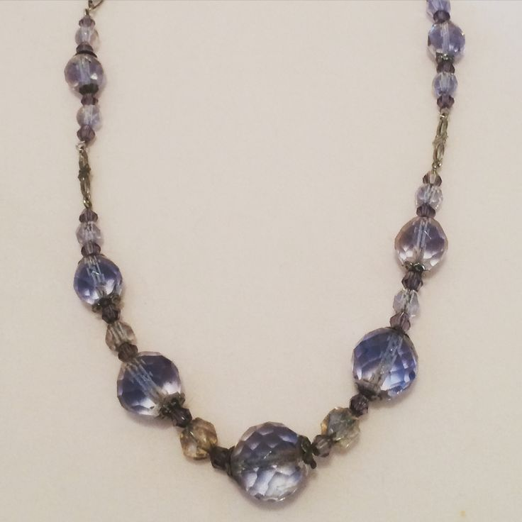 One of Mum's #vintage elements: #1920s delicate bicoloured faceted #glassbeads rare #artdeco design #vintageprettythings #recycledglamour #vintagelove #recycle #eco #ecochic #glass #beads #necklace #vintageprettypins