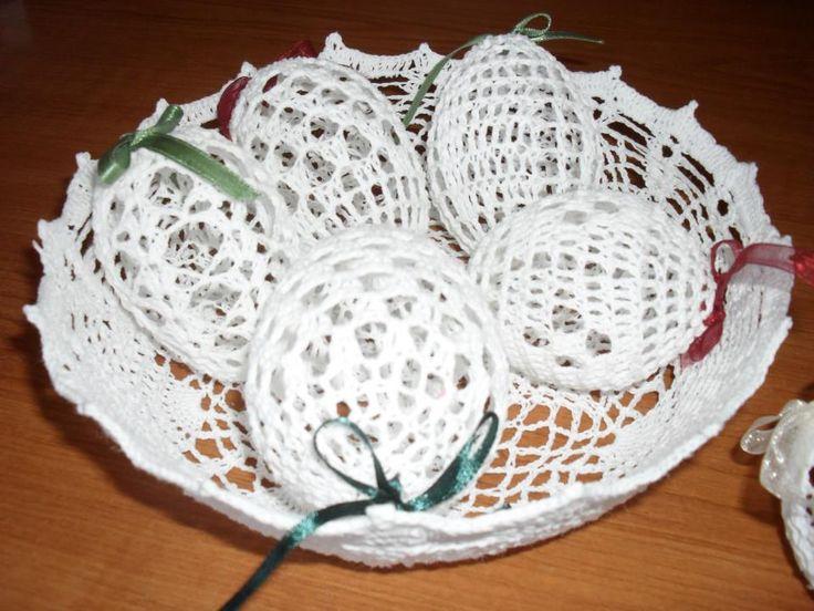 horgolt tál,tojásokkal