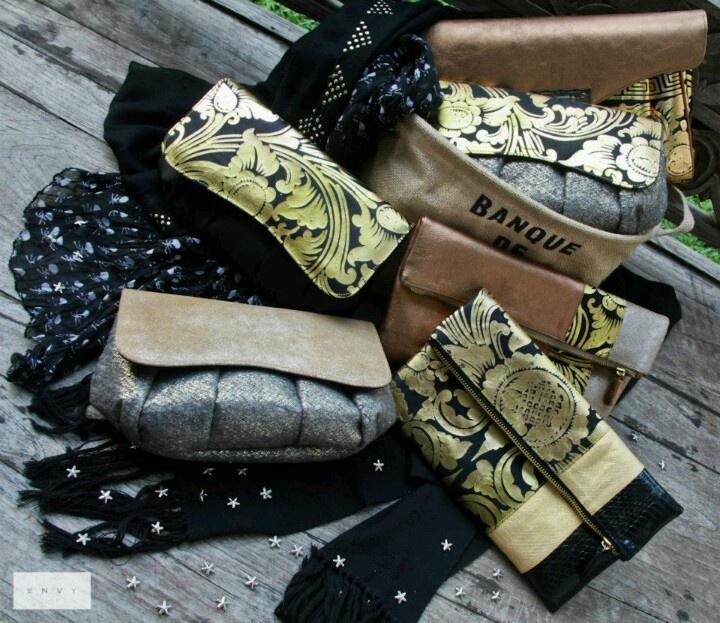 Clutch kain batik gold