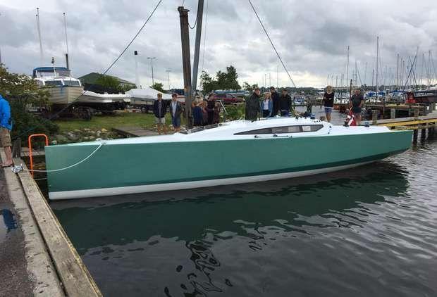 Ny Frost 38 i kulfiber vejer kun 3600 kilo - nye fotos - minbaad.dk