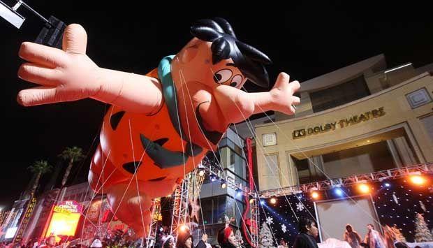 Meski Hujan, Parade Natal ke-83 di Hollywood Tetap Meriah #xmas #parade #hollywood