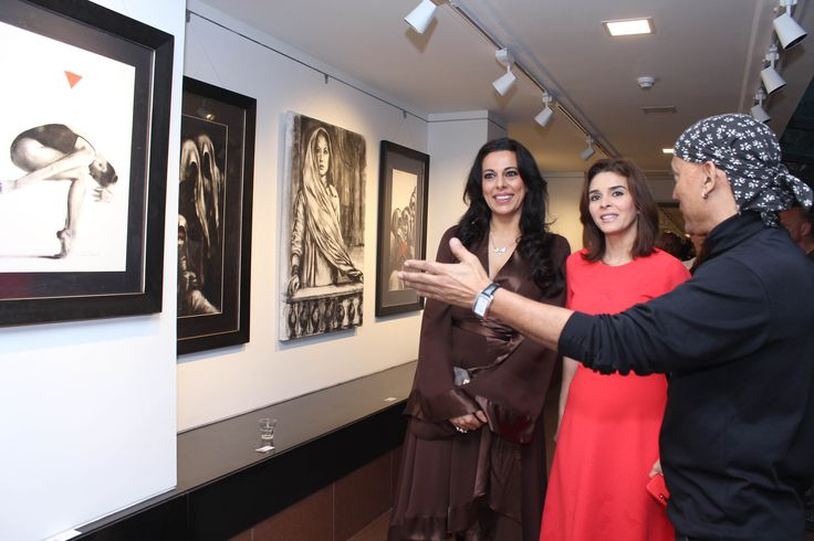 Pooja Bedi, Raageshwari and Gautam Patole at the inauguration of Charcoal Master Gautam Patole's show 'Black is beautiful' at Jehangir Art Gallery