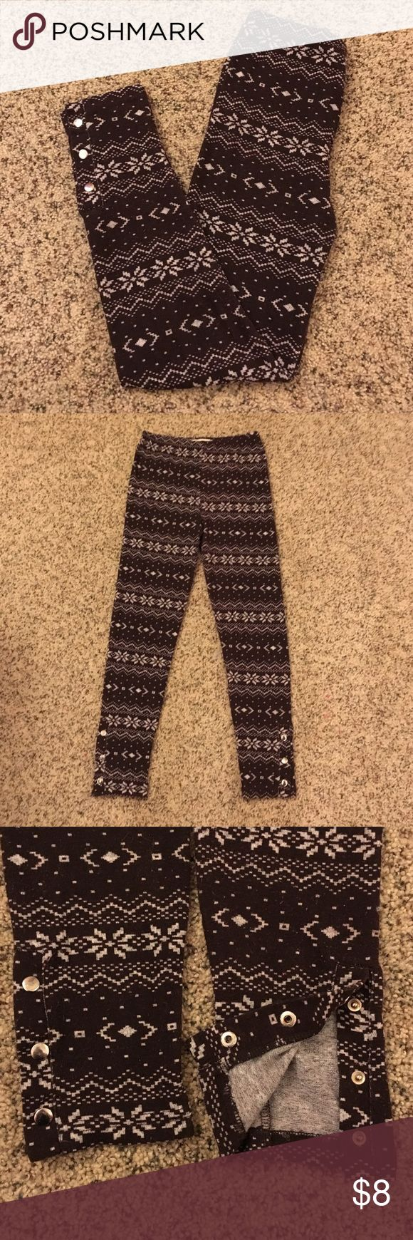 Winter leggings Get ready for winter with these cozy leggings from Rue 21! Dark brown with seasonal pattern. 3 snaps at the bottom of each leg that work! 90% nylon and 10% spandex. Calf length, size medium/large. Pants Leggings