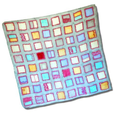 Štýlová šatka ŠTVORCE z kvalitného hodvábu s ľahko psychedelickým vzorom pripomínajúcim farebné štvorce.. http://bit.ly/1h5nRuf