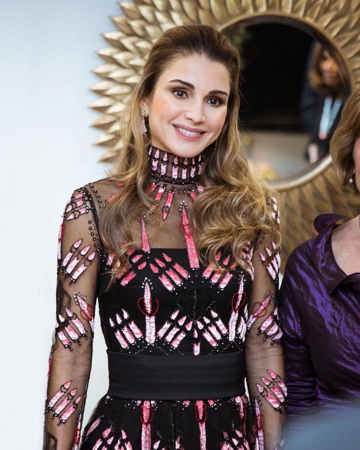 3 December 2016 - Queen Rania receives Ein Herz Fur Kinder Award in Berlin - dress by Valentino