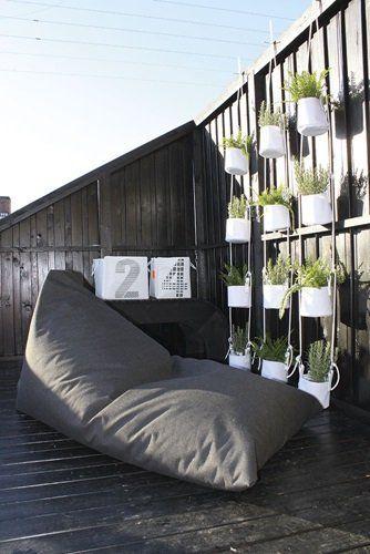 Make a green wall out of these Vertical Flowerpots #outdoor #living #flowerpots