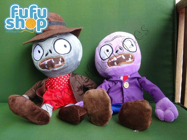 PACK 4 ZOMBIES  Zombies are coming! Pack de 4 peluches de 25 a 27 centímetros de alto.