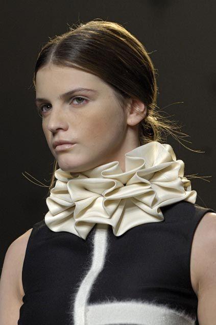 Fabric Manipulation for Fashion - Box Pleat Collar - couture sewing inspiration // Giambattista Valli