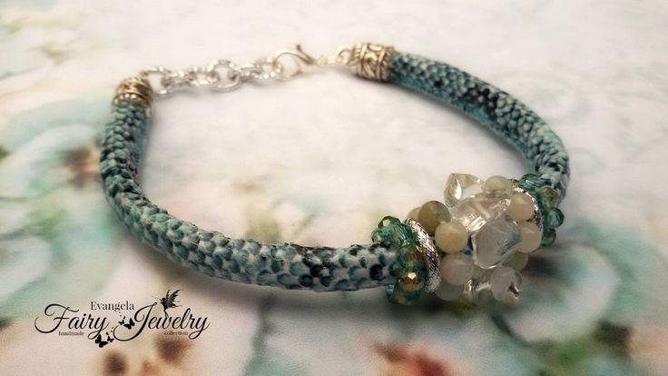 Bracciale serpente chips cristallo rocca amazzoniti e mezzi cristalli celeste grigio e alluminio, by Evangela Fairy Jewelry, 9,00 € su misshobby.com