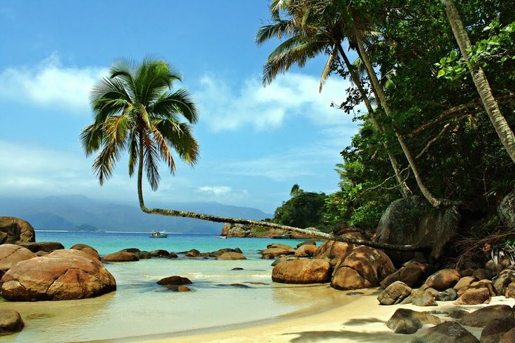 A Praia do Aventureiro é uma das mais belas de Ilha Grande e vale demais o passeio - seja de barco ou trilha.  #Praia #Aventureiro #IlhaGrande