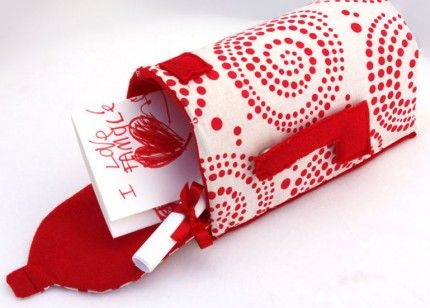 This is so cut! Fabric mail box tutorial #sewing #tutorial: Valentine'S Day, Valentines Boxes, Crafts Ideas, Holidays Crafts, Valentine'S S, Valentines Mailbox, Fabrics Mailbox, Fabrics Valentines, Kid